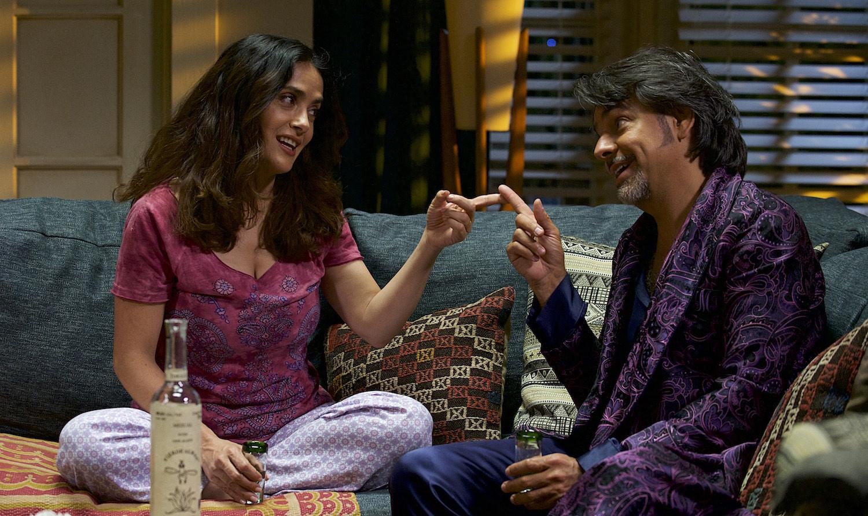 Video: Eugenio Derbez y  y Salma Hayek enseñan cómo ser un Latin Lover