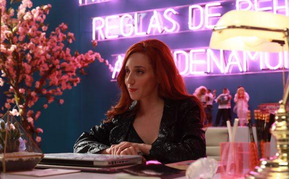 Mariana Treviño se deshace de patanes en película